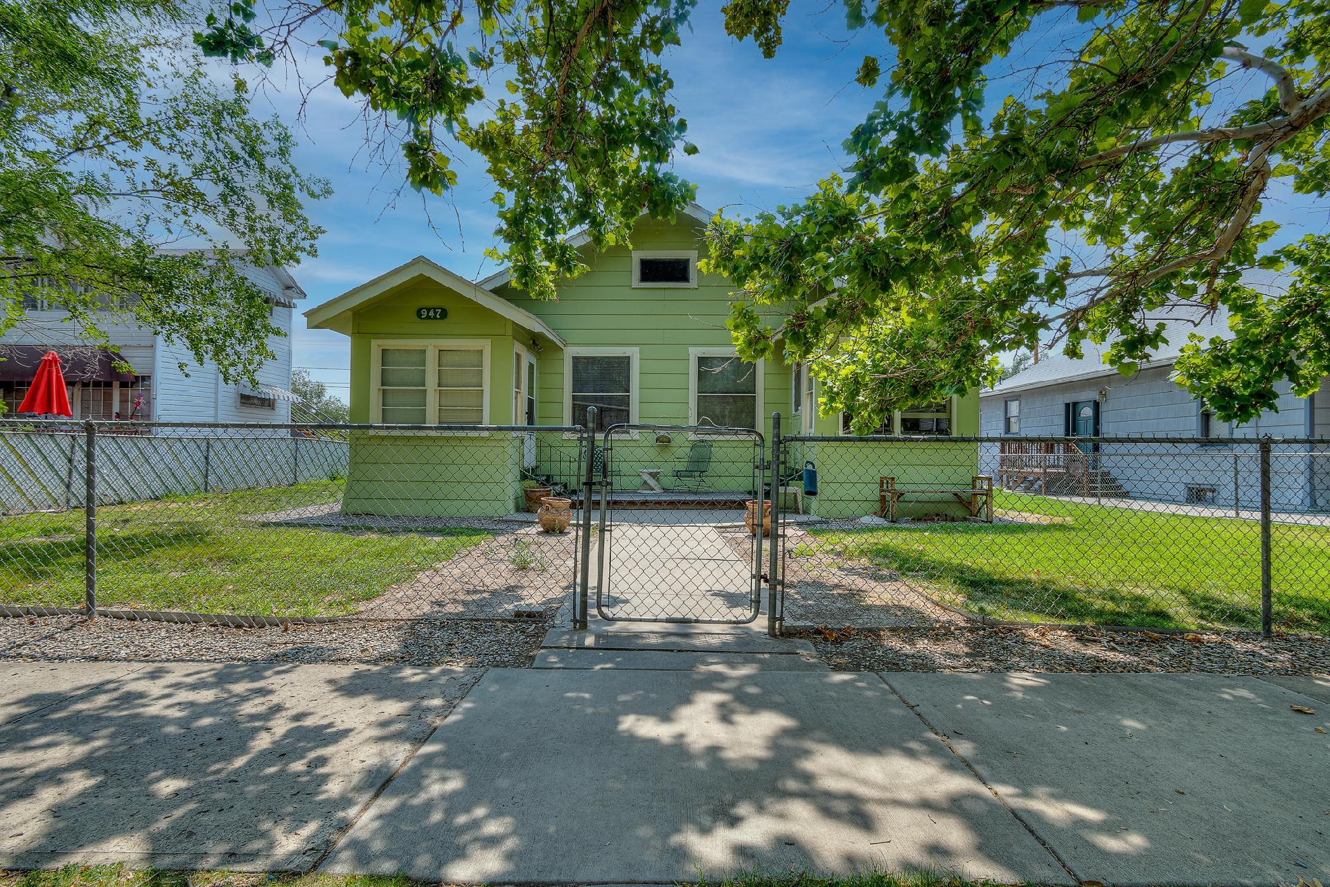 945 Colorado Avenue Property Photo 2