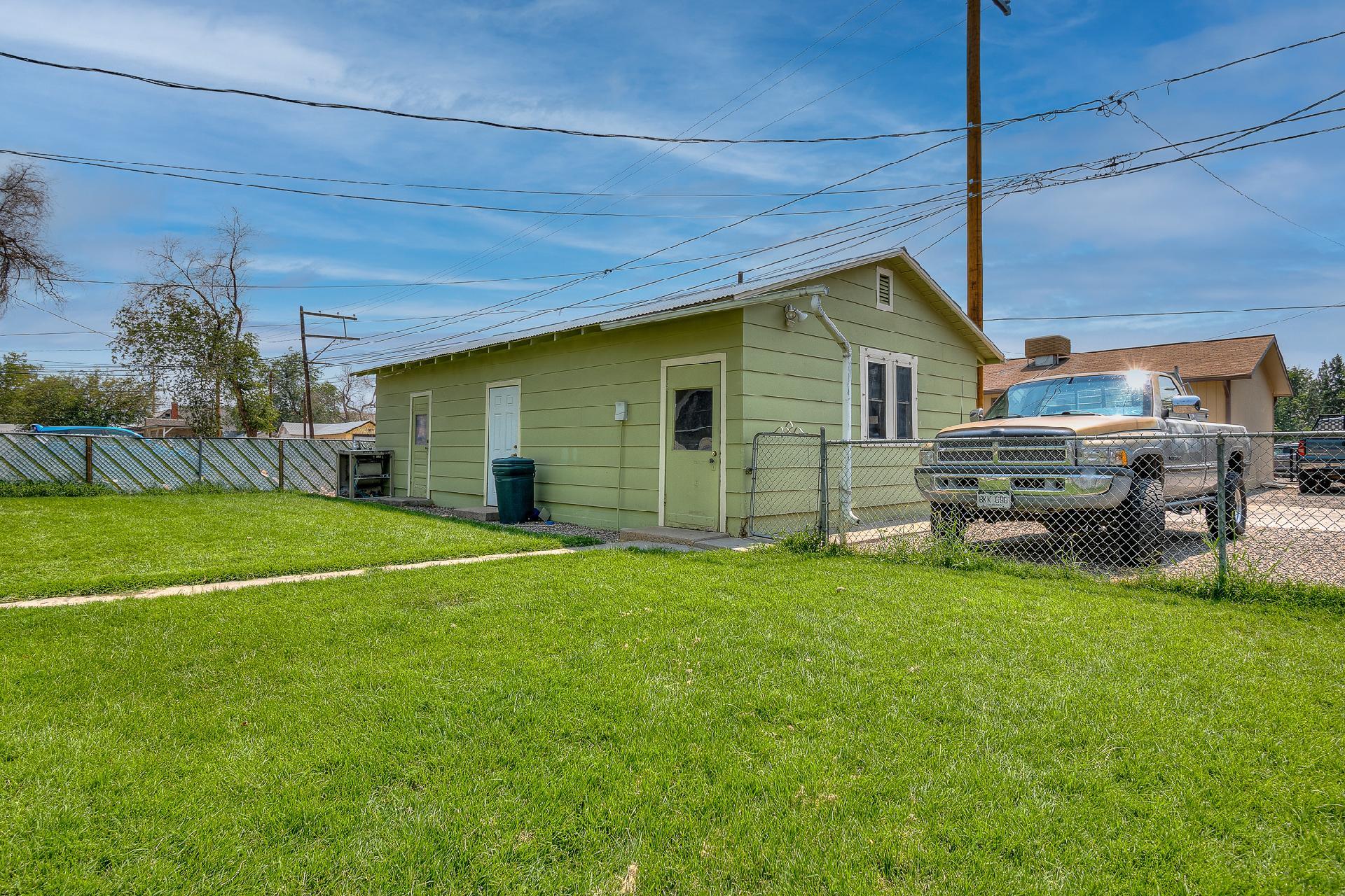 945 Colorado Avenue Property Photo 4