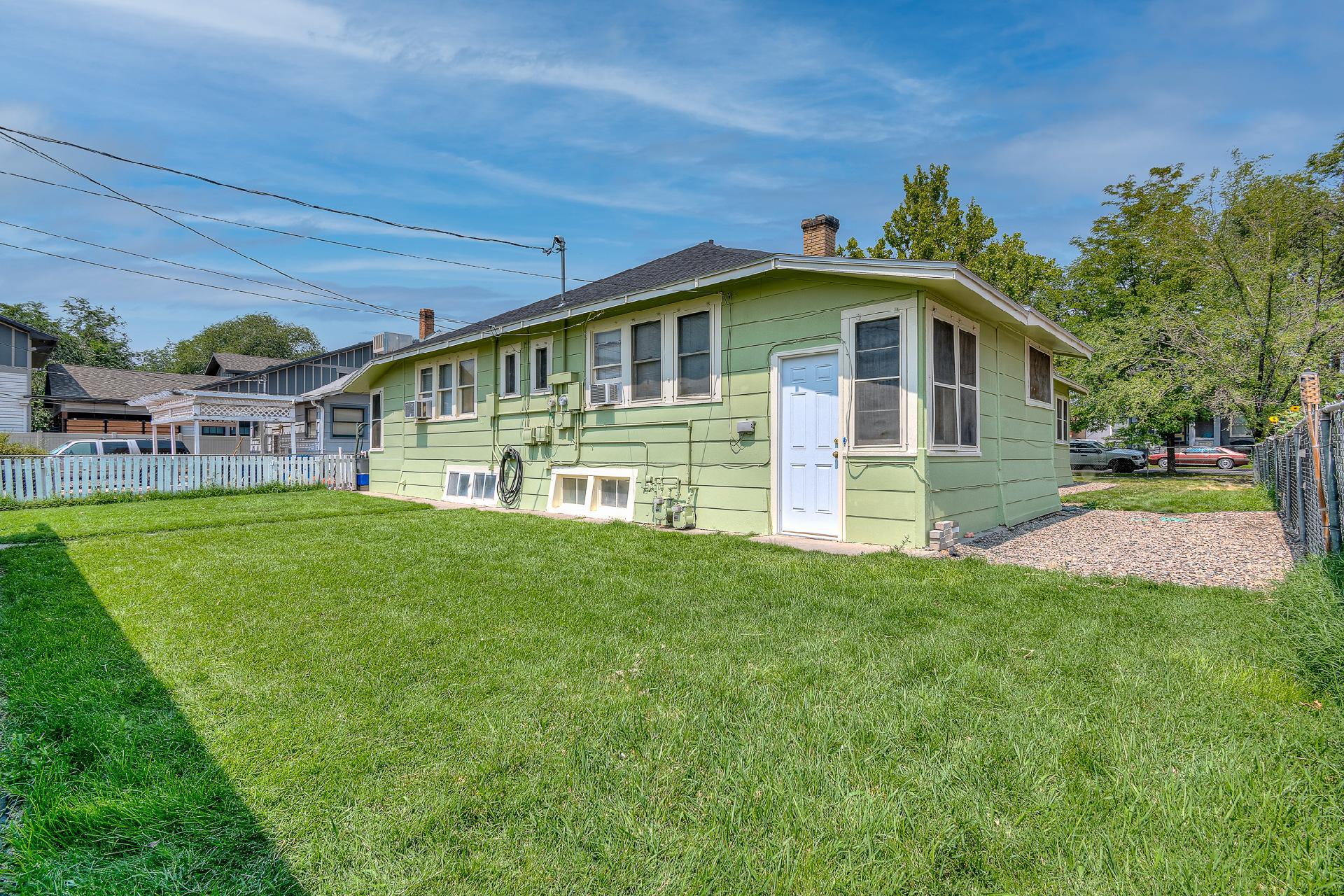 945 Colorado Avenue Property Photo 6
